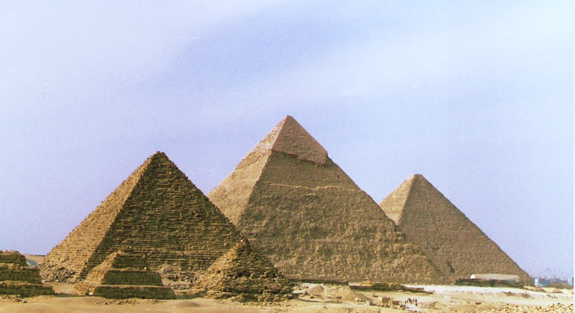 Los 3 faraones que mandaron construir las pirámides de Guiza
