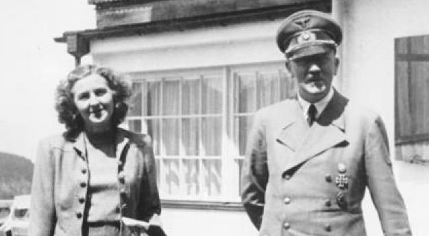 29 Abril 1945 Adolf Hitler y Eva Braun contraen matrimonio