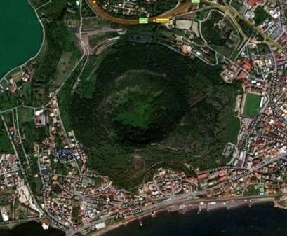 Campos Flégreos el volcán napolitano que podría estar despertando después de 500 años dormido