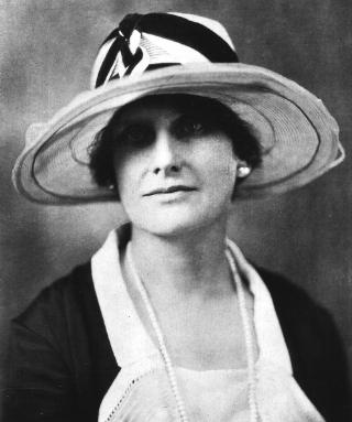 3 Mayo 1933 Nellie Tayloe Ross la primera gobernadora de un estado de los Estados Unidos