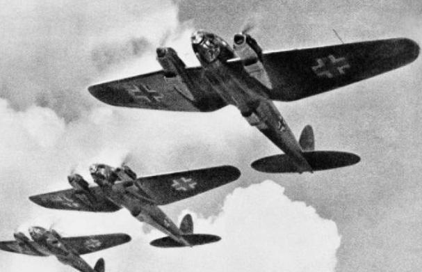 3 Junio 1940 durante la Segunda Guerra Mundial París es bombardeada