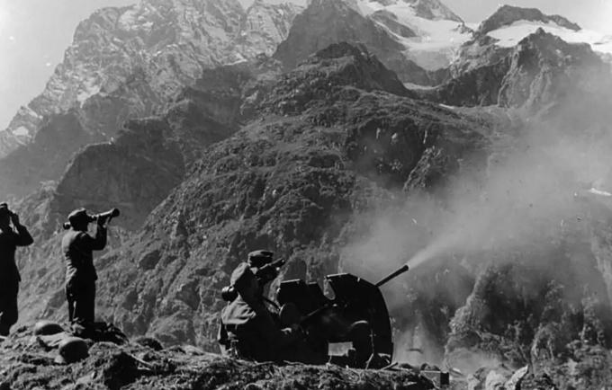 23 de Julio de 1942 Adolf Hitler da la aprobación para la 'Operación Edelweiss'
