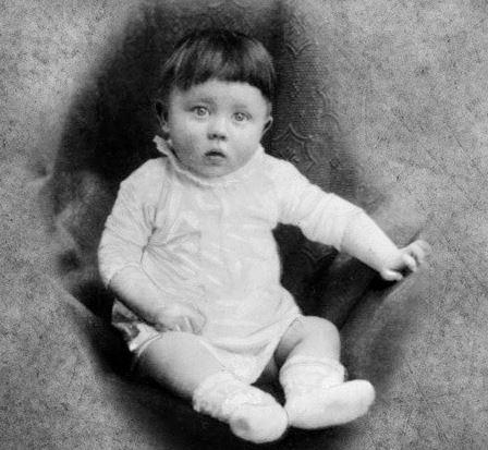 Adolf Hitler bebé